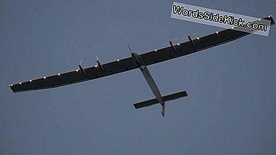 Zonnevliegtuig Rondt Historische Rond-De-Wereldvlucht Af