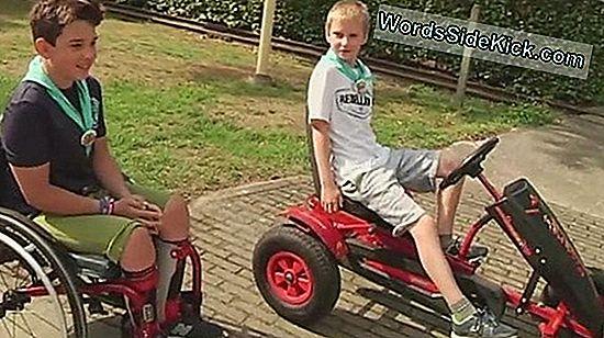 Speelgoedauto'S Bieden Mobiliteit Aan Kinderen Met Een Handicap